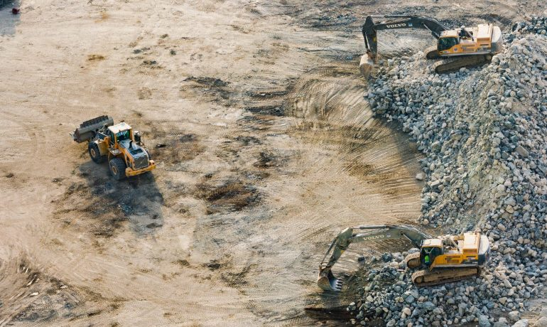 How to save costs when you hire construction equipment
